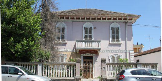 Villa adiacente al centro