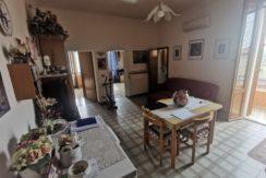 Comodo appartamento trilocale al piano primo