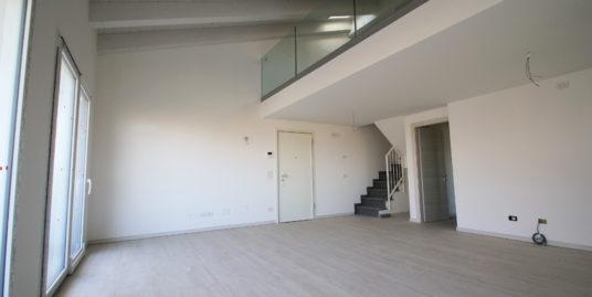 Appartamento Trilocale con Soppalco Fronte Parco