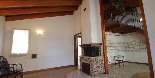Casa singola divisa in 2 appartamenti